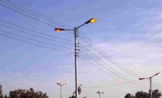 شكاوى في دير ابي سعيد من مخاطر اعمدة كهرباء