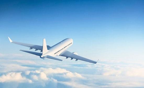 بريطانيا: إخلاء طائرة بعد تصاعد الدخان من قمرة القيادة