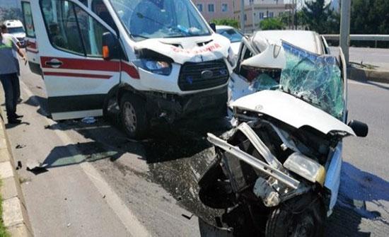 وفاة سوري جراء تعرض سيارة إسعاف كانت تنقله إلى المستشفى لحادث مروع