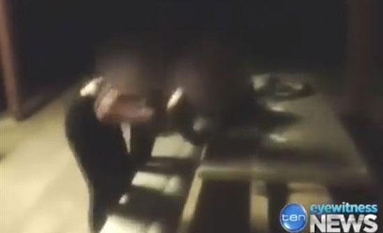 """بلطجية يسحلون """"معاقة"""" ويحطمون رأسها داخل حديقة.. فيديو"""