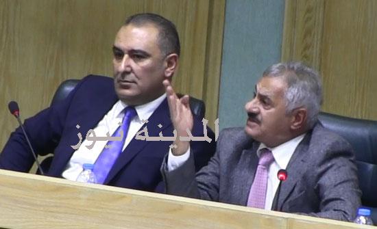 شاهد بالفيديو : الجدال  الساخن بين الرياطي ومحمد مبيضين وناصر الشريدة  وتحويل أسئلة الموانئ إلى استجواب