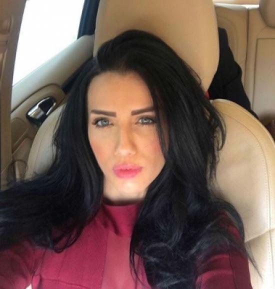 إيمان الباني تخطف الأنظار بصورة جديدة برفقة زوجها مراد يلدريم