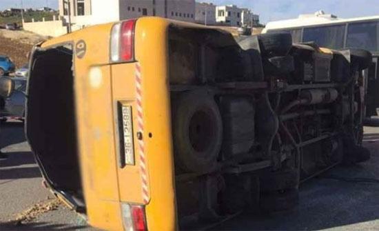 في أول يوم دراسي..تدهور حافلة روضة  تقل 17 طلابا في السلط