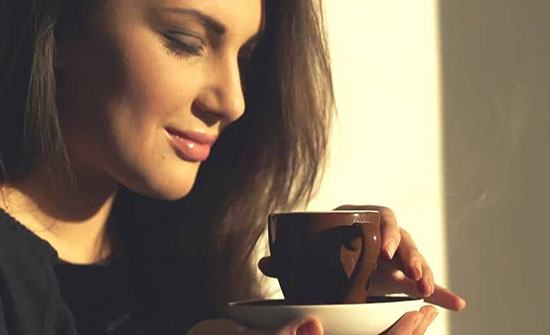 هذه البودرة مع القهوة في الصباح تجعل خسارة الوزن سهلة جداً