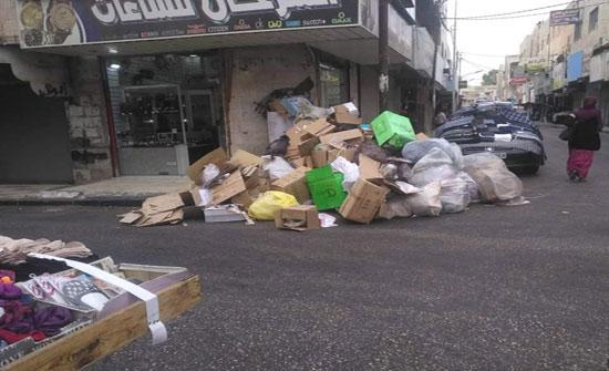 بالصور  : بعد اضراب موظفي البلديات .. تراكم النفايات في الشوارع