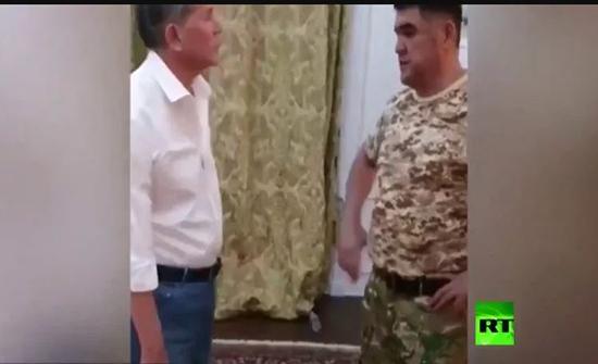 شاهد: لحظة تسليم رئيس قرغيزستان السابق نفسه إلى قوات الأمن
