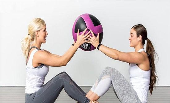 5 تمارين رياضية للقيام بها مع اصدقائك