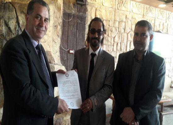 الطاهات يتسلم شهادة تقديرية من المجلس العربي للادباء والشعراء والمثقفين