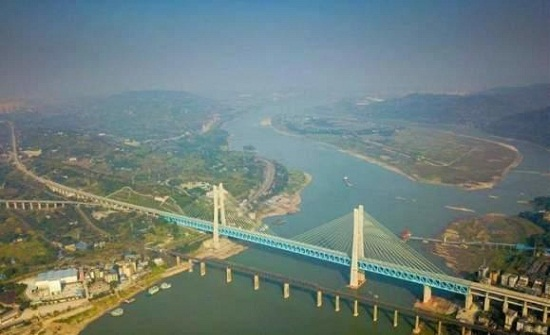 أول جسر معلق من طابقين في العالم