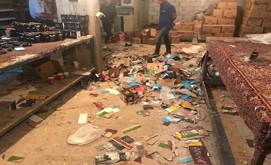 بالصور : ضبط مصنع مهجور يشغل احداث ولا يراعي شروط السلامة في عمان