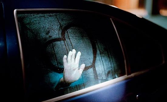 [صور ] ممثل شهير يخون زوجته الحامل مع فتاة في سيارة مغلقة .. هكذا اعتذر منها!