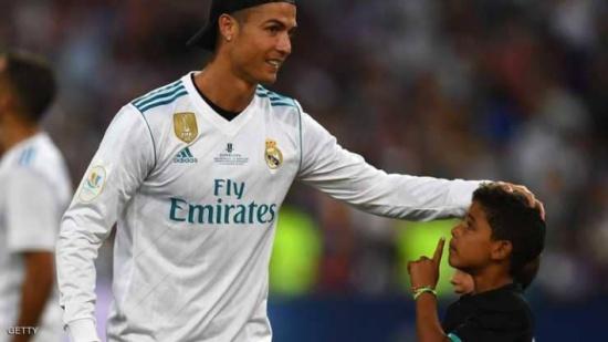 """طفل يرفع معنويات رونالدو بـ""""إهانة"""" ميسي"""