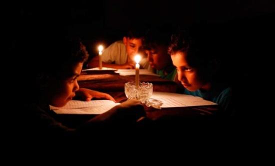 إسرائيل تخفّض إمدادت الكهرباء لغزة