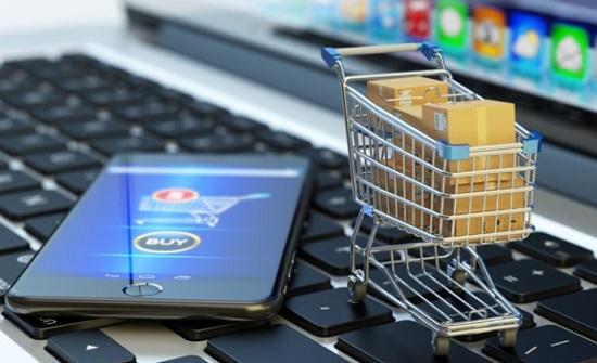 """ضبط متعاملين ببيع بضائع مهربة وبدء متابعة غير المرخصين عبر """"الانترنت"""""""