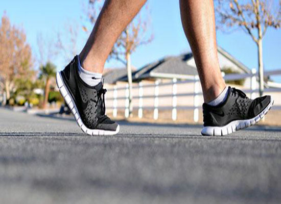 المشي 10 دقائق بعد كل وجبة يساعد مرضى السكري