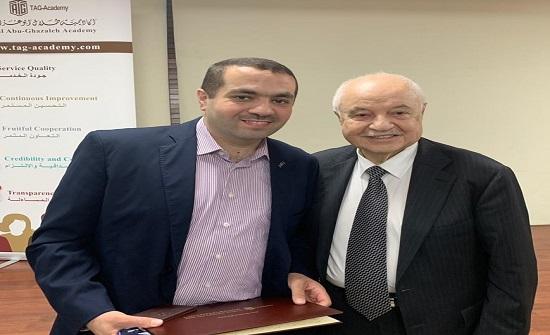 """الدكتور شبيطة من """"عمان العربية"""" مدربا دوليا في مجموعة أبو غزالة"""