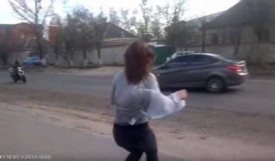 رقصة مثيرة لحسناء تؤدي إلى حادث قاتل