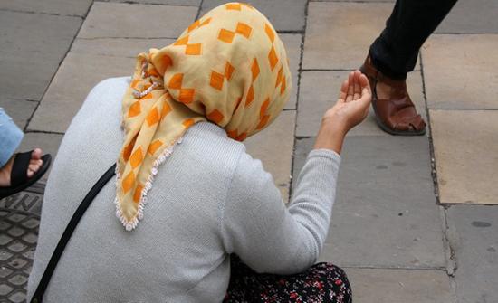 بالصور: وفاة متسولة تكشف عن كنز مملوك لها بمليار و 700 ألف ليرة لبنانية
