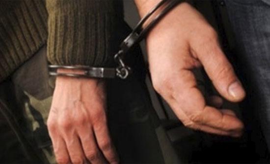 القبض على شخصين بحوزتهم اسلحة في عمان..صورة