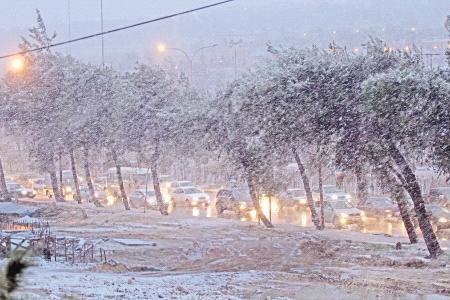 بالصور شرطي أردني يصلي الثلج c603cdb82325518748cf00e80e6d41e3.jpeg