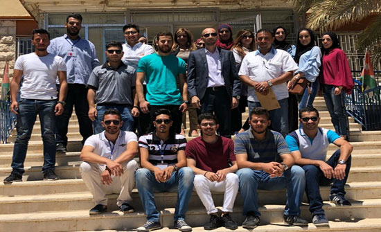 """طلبة """"عمان العربية"""" ينفذون مبادرتين لخدمة كبار السن و البيئة"""