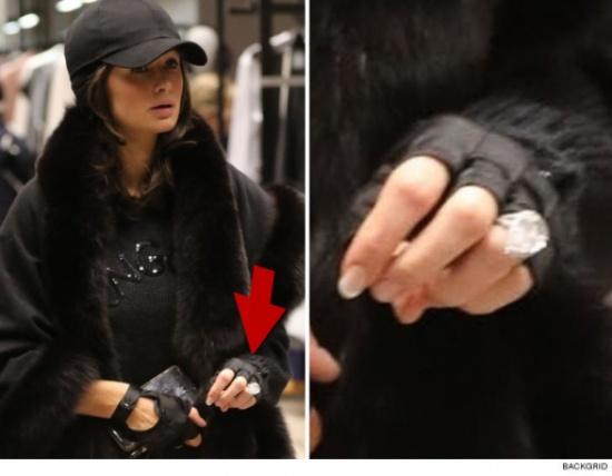 بعد أن أثار خاتمها الجدل.. التعليق الأول لـ باريس هيلتون بعد خطوبتها