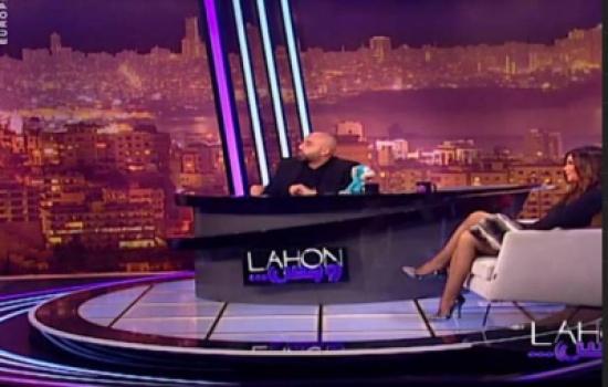 بالصور..  مي الحريري تغضب الجمهور بجلسة مثيرة