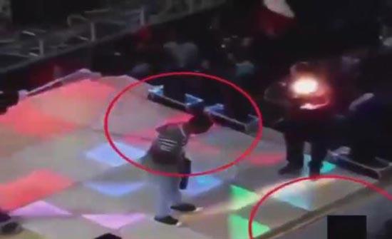 شاهد...لحظة مقتل طفل  برصاصة طائشة بحفل زفاف ( فيديو )