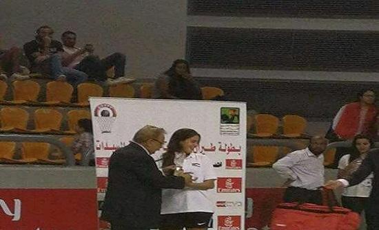"""طالبة من جامعة الاميرة سمية تظفر بلقب """" هدافة البطولة"""" لكرة السلة"""