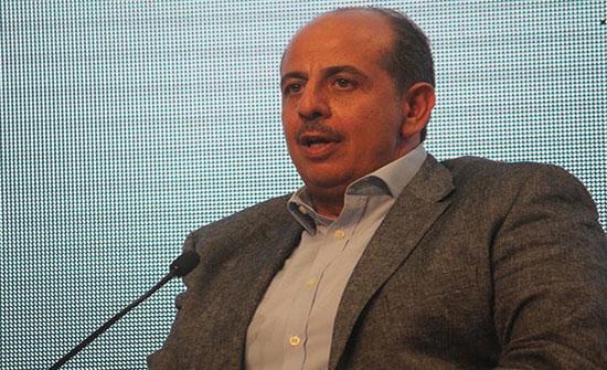 السفير الوريكات يكرم الخريجين من ابناء المهندسين الاردنيين في البحرين