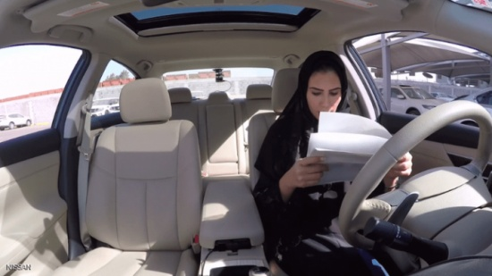 السعودية.. دروس قيادة من نوع فريد للنساء