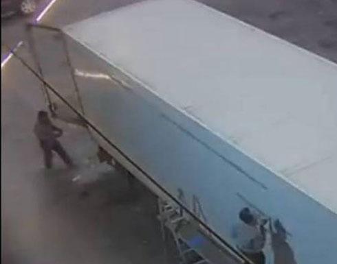 بالفيديو: هكذا تم تجهيز شاحنة لتهريب حبوب الكبتاغون من لبنان الى الخارج
