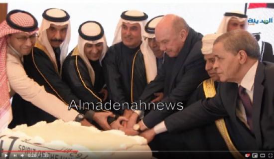 شاهد بالفيديو : الفايز يشارك في  قطع كعكة احتفال سفارة الامارات بالعيد الوطني السابع والاربعين