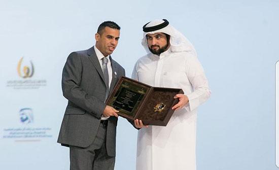 دبي تكرّم المدرب العساف بجائزة الإبداع الرياضي