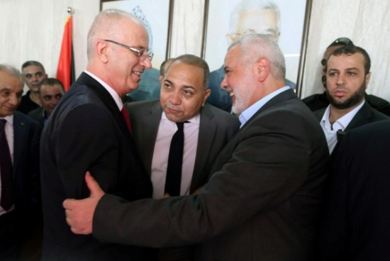 """""""فتح"""" و""""حماس"""" تتفقان على تمكين الحكومة بغزة ونشر 3 آلاف شرطي"""