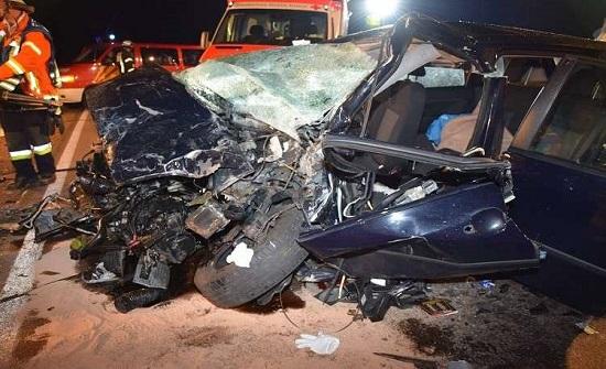 """بالفيديو : سيارة تتحول إلى """"أشلاء"""" في حادث مروري مروع"""