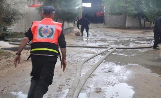 دفاع مدني مادبا يخلي 85 شخصا حاصرتهم مياه الأمطار