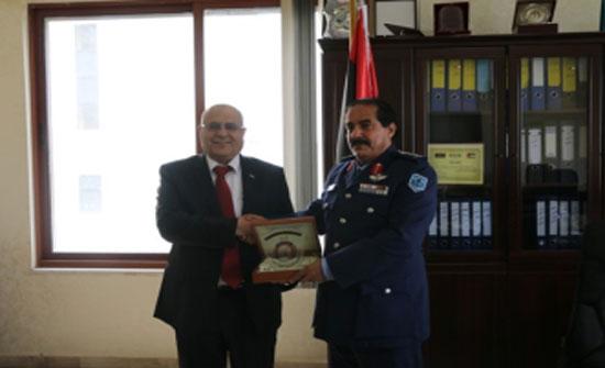 """بحث التعاون المشترك بين """"الشرق الأوسط"""" والملحقية العسكرية الليبية"""