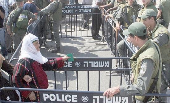 حواجز الاحتلال في الضفة تكلف الفلسطينيين عشرات الملايين