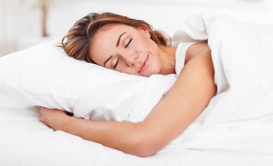 يصيب الكلى.. تعرف على مخاطر النوم على البطن