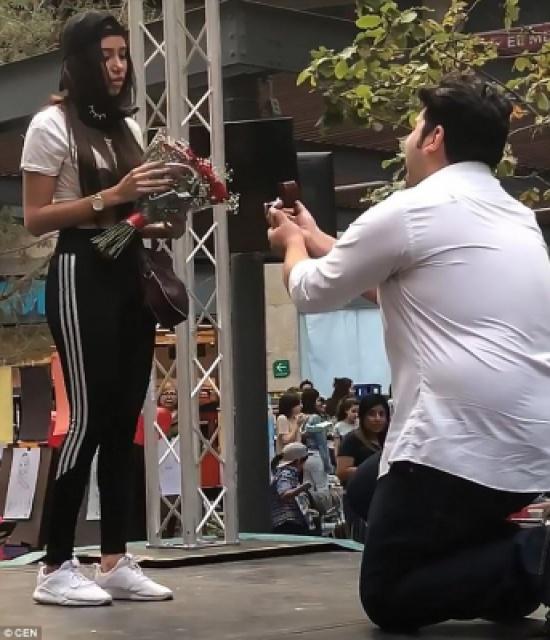 فتاة تحطم قلب حبيبها يوم الفالنتين (فيديو)