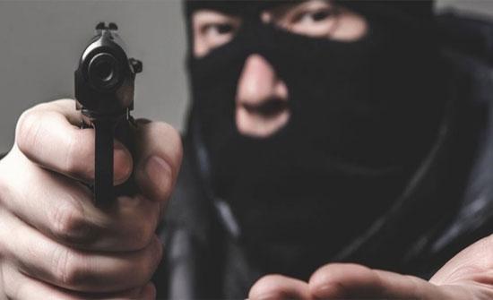 سطو مسلح على أحد البنوك في عبدون..(صورة)