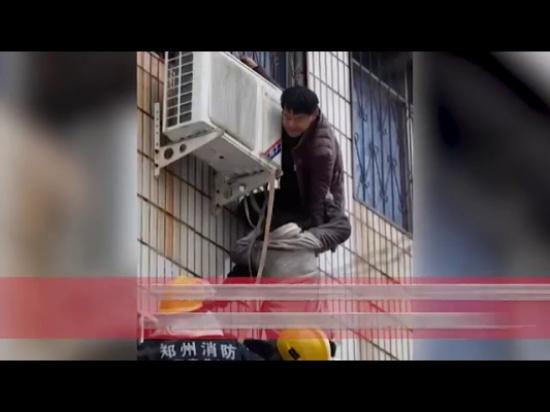 فيديو| مشلول تسلق مبنى محترق لإنقاذ امرأة حامل.. وهذا ما حدث!
