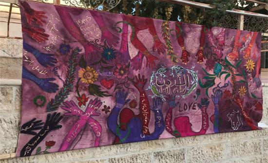لاجئات يسردن ذكريات الهجرة والغربة بلوحات فنية