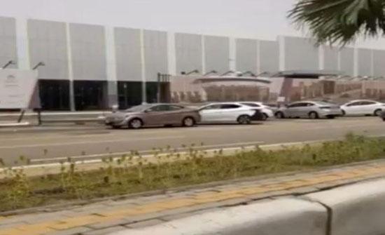 بالفيديو :  شاهد عشرات المركبات المتعطلة بوسط جازان بفعل الأمطار