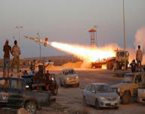 تبادل لإطلاق النار في العاصمة الليبية وجماعات مسلحة تحتشد