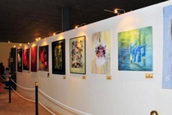 افتتاح معرض (زن) للرسامة التشكيلية الأميرة فخر النساء بنت رعد