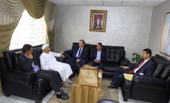 بحث سبل التعاون المشترك بين جامعة الشرق الأوسط والملحقية الثقافية العمانية