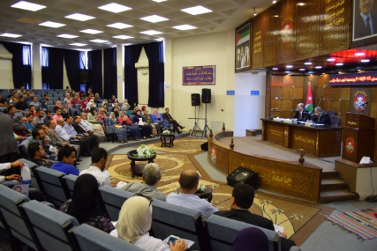 الأستاذ الدكتور الكردي يلتقي الطلبة الجدد في جامعة إربد الأهلية