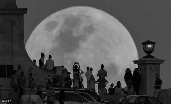 القمر الأسود العظيم يظهر الليلة.. ما هو؟ وأين يمكن رؤيته؟